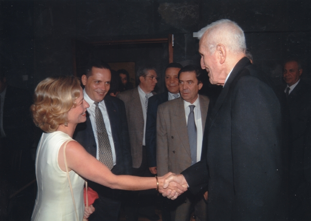 Saludando a José Ramón Fernández, vicepresidente de Cuba