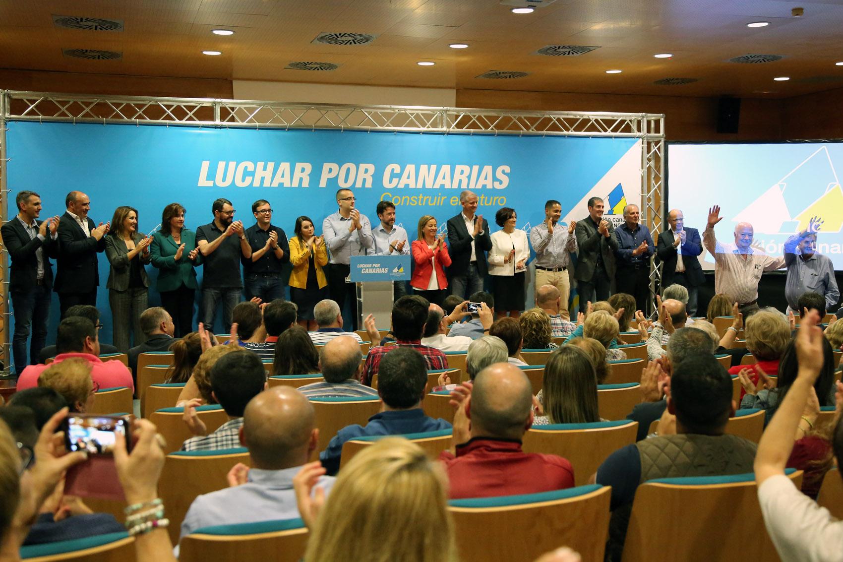 Ana Oramas y el equipo de candidatos a senadores y diputados que le acompañarán en las elecciones generales del 20D