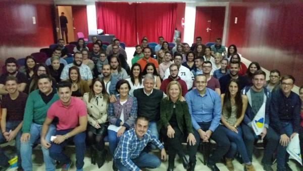 Ana Oramas y el resto de candidatos con los Jóvenes de Coalición Canaria