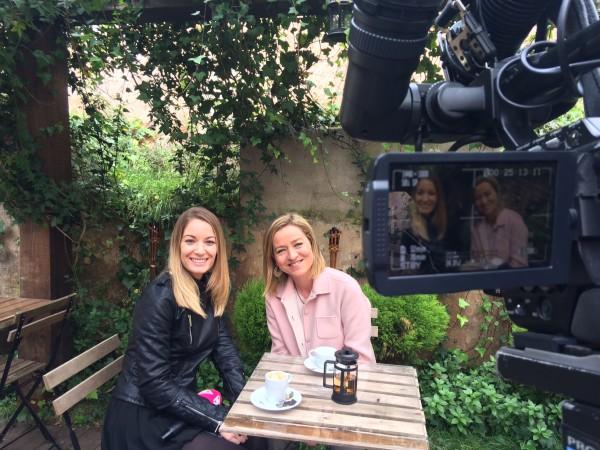 Ana Oramas con la presentador del programa el Mirador de Mírame TV