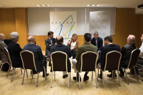 Ana Oramas y Carlos Alonso candidatos al congreso por Coalición Canaria para las generales y Fernando Clavijo Batlle, presidente del Gobierno de Canarias en una reunión con el sector de la renovables a 11 de Diciembre de 2015.